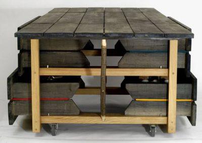 Table à tiroirs vue de côté
