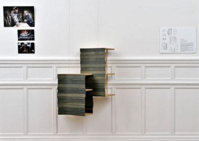 Caisse mobilier évoquant des séchoirs à tabac