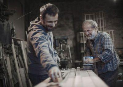 Samuel Accoceberry, designer et Benoît Obé, ébéniste à l'atelier.