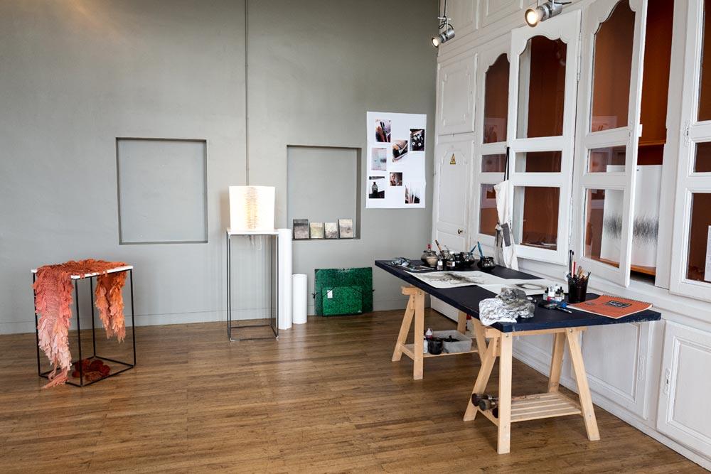 Sandrine Bonheur - teinture végétale - Catherine Aerst - créatrice de luminaire, encre et papier - photo JY Le Dorlot