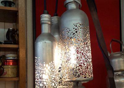 sSylvie capellino Luminaire en dentelle, métal et cuir