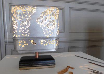 Sylvie capellino Luminaire en dentelle, métal et cuir tourné