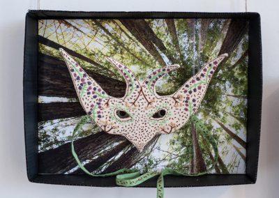 Anne LE DORLOT Terre fil et papier, masque oiseau