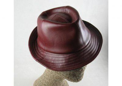 Photo d'un chapeau en cuir réalisé par Brigitte Paillet