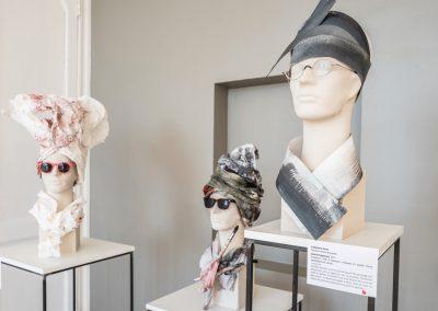 Création de chapeau et écharppe en papier par Catherine Aerts