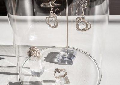 Boucles d'oreilles en argent, réalisation Marilia Schetrite