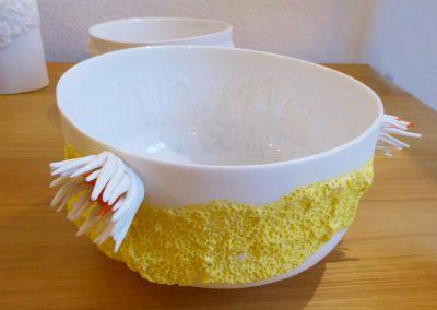 Soupière blanche et jaune en porcelaine, création Patricia Masson