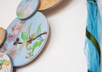 détail d'une parure peinte par Sandrine RONGIER, Artelier Polychromies, Peintre en décor et émailleuse