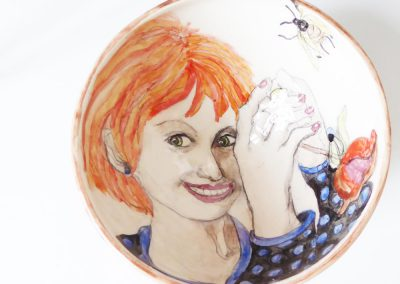 Suzanne WILKS, Atelier Mouche, Décoratrice sur faïence