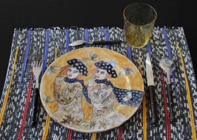 assiette en faience décorée par Sue Wilks