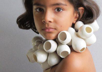 Photo d'un énorme collier en porceleine