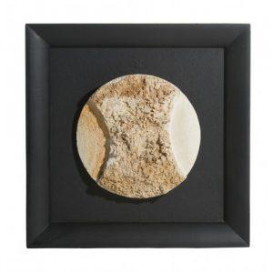 Sculpture « Rencontre avec la Lune 240608 », calcaire de Brouchaud encadré