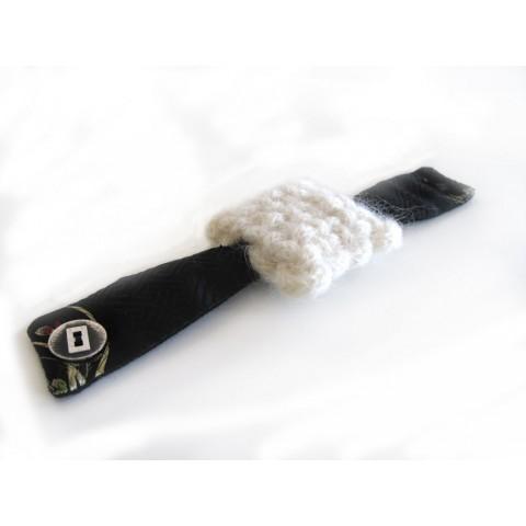Bracelet à boutonnière motif carré