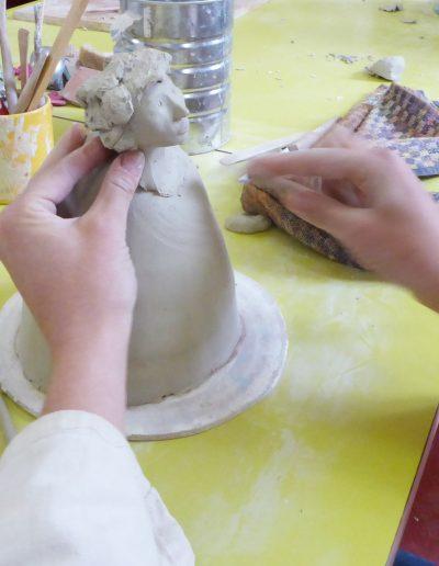 Cours de céramique adultes sur la figure humaine