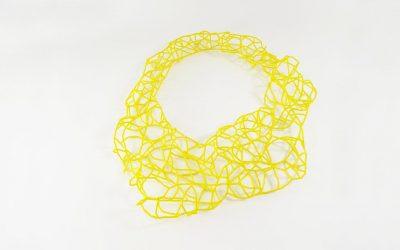 Grand collier en perles jaunes