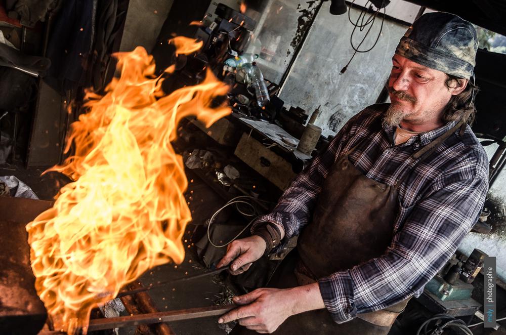 Démonstration acier damassé par Alessandro Simonetti - photo Mely