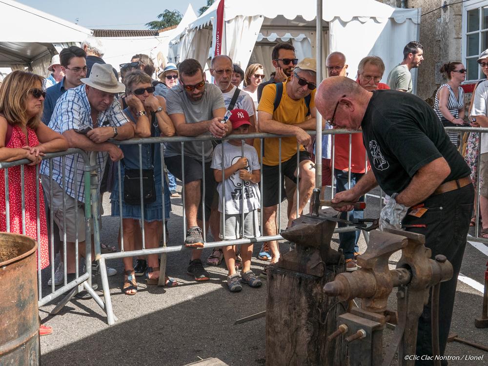 démonstration de forge pendant la Fête du Couteau - photo Lionel Montovan Clic Clac Nontron