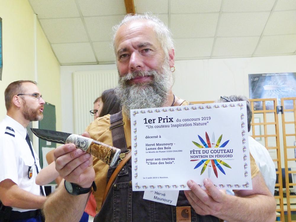 Prix du concours attribué à Hervé Maunoury - couteau L'âme des Bois