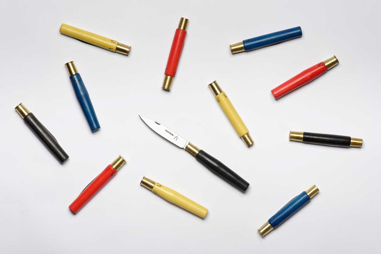 Couteau Couleur, design Studio Monsieur Avec la Coutellerie nontronnaise Benoît Batissou, chef d'atelier, Claudine Faye et Gilles Gassou