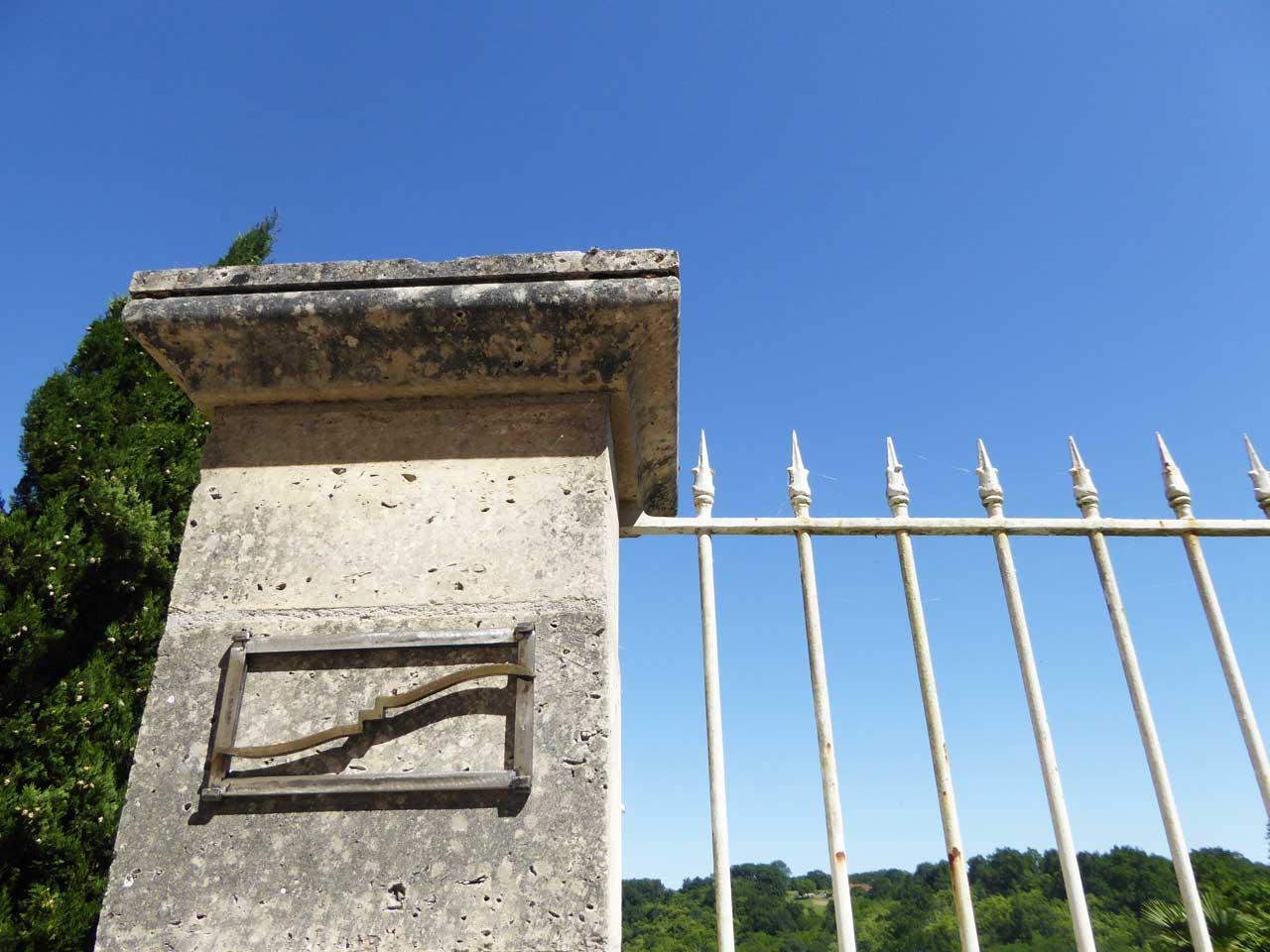 Signe en métal réalisé par Tony Bizière et Pierre Laurent - Itinérance nontronnaise, les signes métiers d'art
