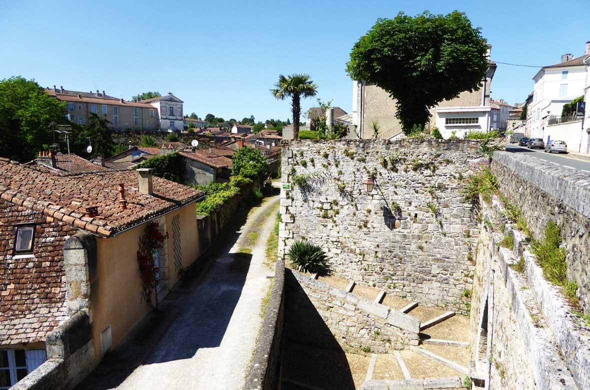 Vue de Nontron, les escaliers - Itinérance nontronnaise, les signes métiers d'art