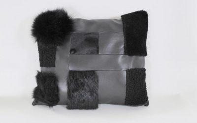 Coussin en cuir noir