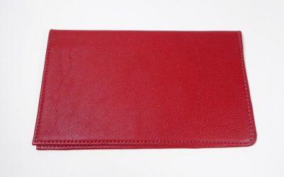 Porte-cartes et chéquier rouge