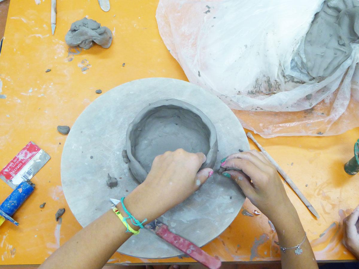 Technique du colombin, cours céramique avec Claire Lepape à Nontron