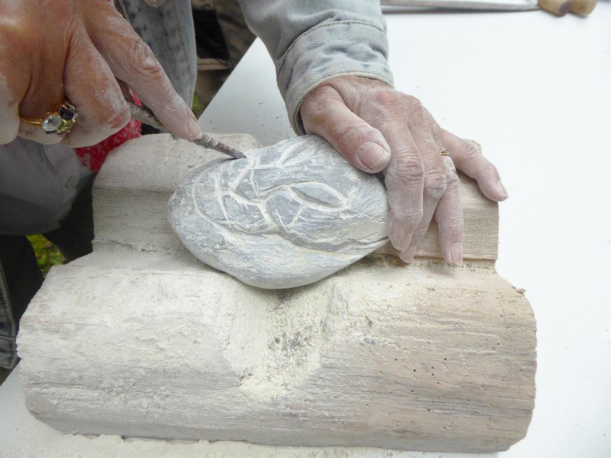 cours de sculpture sur pierre en stéatite