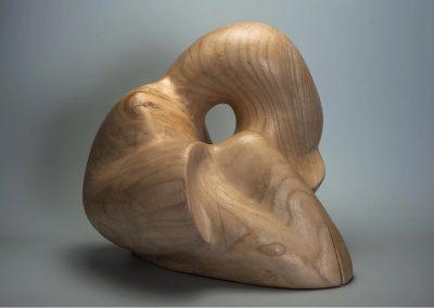 Aline PILLENIERE, API, sculptrice sur bois