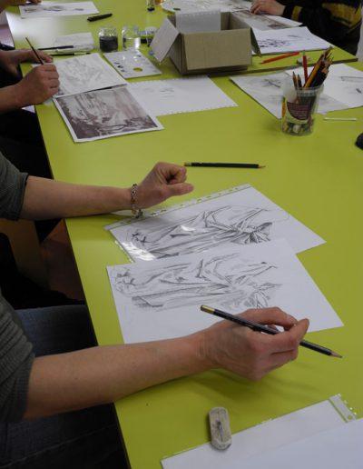 Cours de dessin au crayon à l'espace Métiers d'Art de Nontron